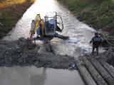Příprava trasy kanalizace pod řekou_12