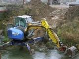 Příprava trasy kanalizace pod řekou_1
