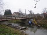 Příprava trasy kanalizace pod řekou_4