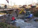 Příprava trasy kanalizace pod řekou_5