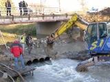 Příprava trasy kanalizace pod řekou_6