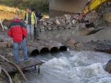 Příprava trasy kanalizace pod řekou_7