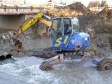 Příprava trasy kanalizace pod řekou_8