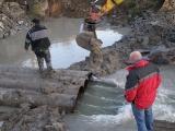 Příprava trasy kanalizace pod řekou_9