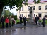 Kladení věnců u pomníku padlých_2
