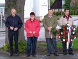 Kladení věnců u pomníku padlých_6